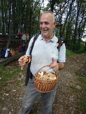 I Europarlamentarac Jozo Radoš, član HPD LIPA, donio je punu košaru gljiva.